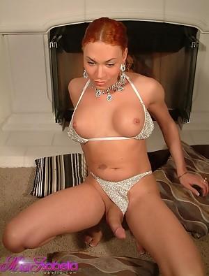Hottie Mia Isabella Posing In Front Of A Webcam