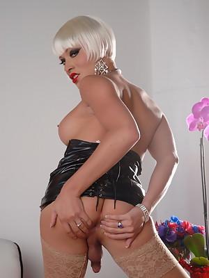 Sexy Tgirl Mia Isabella in hot latex dress
